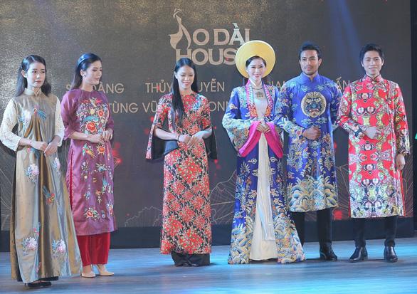 Nhà thiết kế Sỹ Hoàng mong áo dài trở nên bình thường - Ảnh 2.