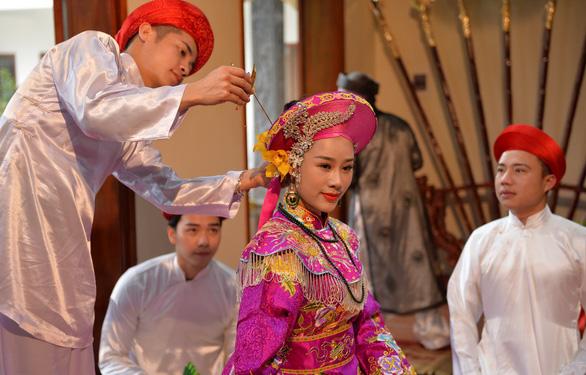 Ca sĩ Hoa Trần làm MV về tín ngưỡng thờ Mẫu Tam Phủ - Ảnh 3.
