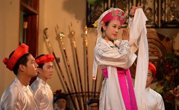 Ca sĩ Hoa Trần làm MV về tín ngưỡng thờ Mẫu Tam Phủ - Ảnh 4.