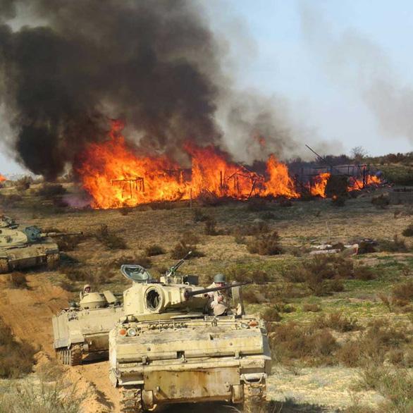 Khủng bố IS chưa bại trận, Al Qaeda cũng thế! - Ảnh 1.