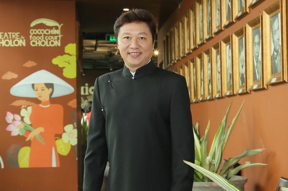 Nhà thiết kế Sỹ Hoàng mong áo dài trở nên bình thường - Ảnh 1.