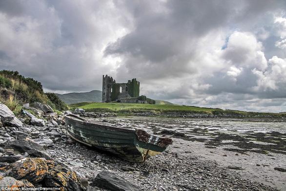 Vòng quanh các lâu đài bỏ hoang trên thế giới - Ảnh 9.