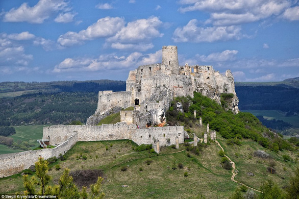 Vòng quanh các lâu đài bỏ hoang trên thế giới - Ảnh 5.