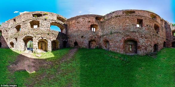 Vòng quanh các lâu đài bỏ hoang trên thế giới - Ảnh 2.