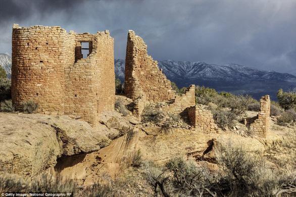 Vòng quanh các lâu đài bỏ hoang trên thế giới - Ảnh 12.