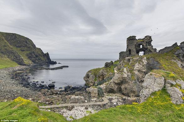 Vòng quanh các lâu đài bỏ hoang trên thế giới - Ảnh 11.