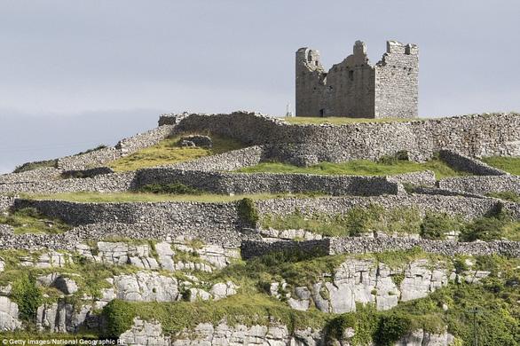 Vòng quanh các lâu đài bỏ hoang trên thế giới - Ảnh 13.