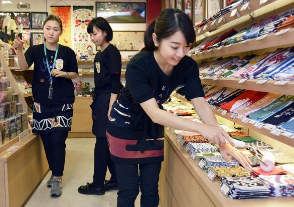 Nhiều nữ thực tập sinh Việt Nam tại Nhật bị ăn chặn tiền lương - Ảnh 1.