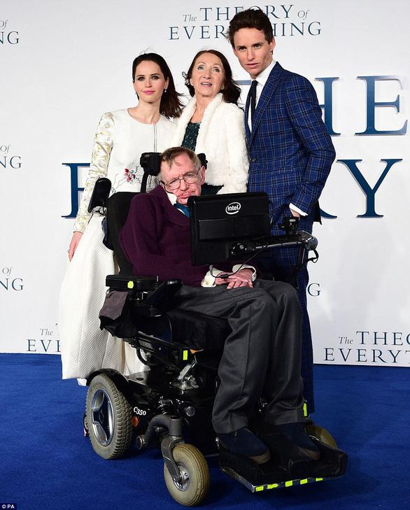 The Theory of Everything: cuộc đời Stephen Hawkingqua điện ảnh - Ảnh 5.