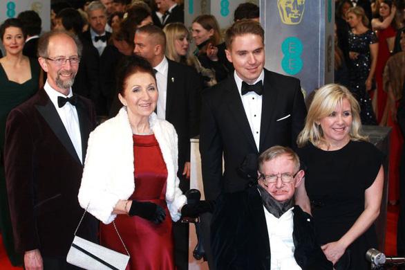 Stephen Hawking - thiên tài truyền cảm hứng - Ảnh 4.