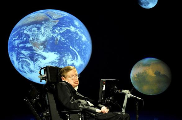Có một Stephen Hawking thích được xem là nhà văn - Ảnh 1.