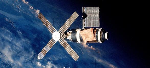 Những lần rơi vệ tinh khiến Trái đất thót tim - Ảnh 1.