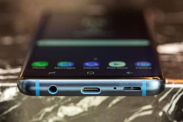 Đặt lên bàn cân Galaxy S9/S9+ và iPhone X - Ảnh 5.