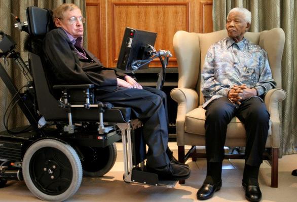 Có một Stephen Hawking thích được xem là nhà văn - Ảnh 3.