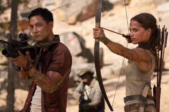 Quên Angelina Jolie đi, Alicia chính là nàng Lara được mong chờ - Ảnh 8.