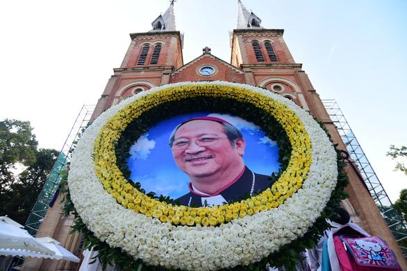 Phó thủ tướng Trương Hòa Bình viếng Đức Tổng giám mục Bùi Văn Đọc - Ảnh 8.