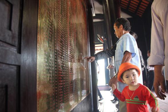 504 đóa hồng chia sẻ nỗi đau 50 năm thảm sát Sơn Mỹ - Ảnh 10.