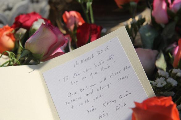 504 đóa hồng chia sẻ nỗi đau 50 năm thảm sát Sơn Mỹ - Ảnh 8.