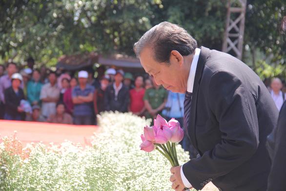 504 đóa hồng chia sẻ nỗi đau 50 năm thảm sát Sơn Mỹ - Ảnh 1.