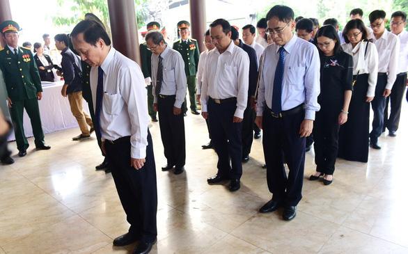 Người dân ngậm ngùi tiếc thương nguyên Thủ tướng Phan Văn Khải - Ảnh 3.