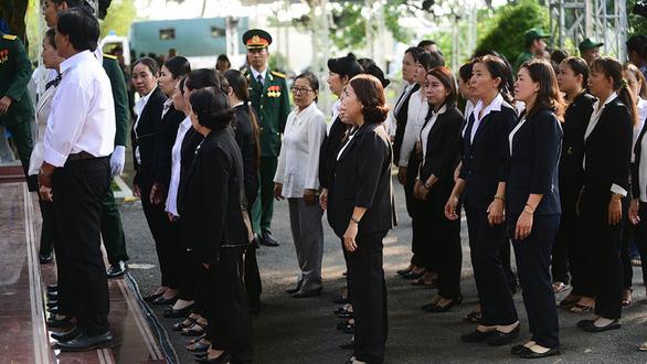 Người dân ngậm ngùi tiếc thương nguyên Thủ tướng Phan Văn Khải - Ảnh 4.