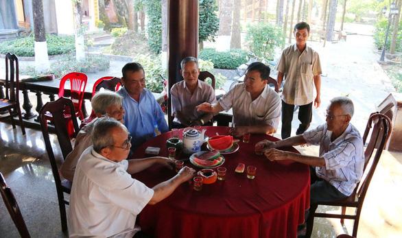 Người dân ngậm ngùi tiếc thương nguyên Thủ tướng Phan Văn Khải - Ảnh 5.