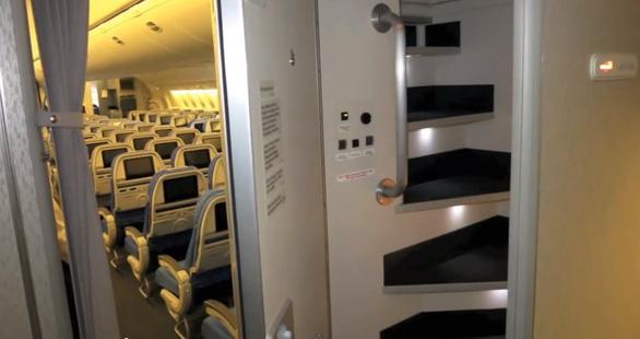 Căn phòng bí mật trên máy bay - Ảnh 1.