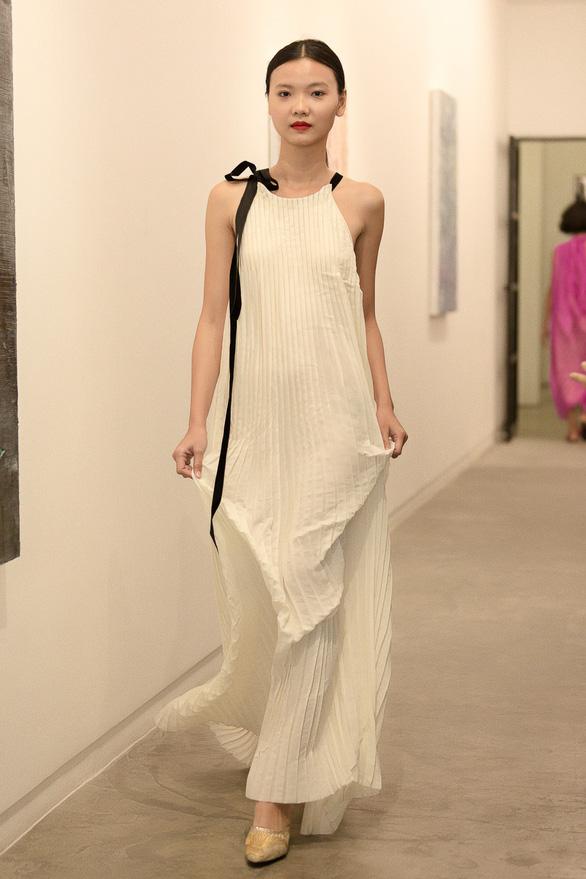 Li Lam ra mắt bộ thiết kế Lam Blanc cảm hứng từ sen trắng - Ảnh 5.
