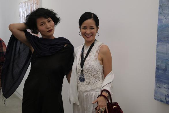 Li Lam ra mắt bộ thiết kế Lam Blanc cảm hứng từ sen trắng - Ảnh 2.