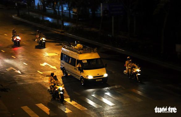 Người dân ra đường tiễn cố Thủ tướng Phan Văn Khải - Ảnh 11.