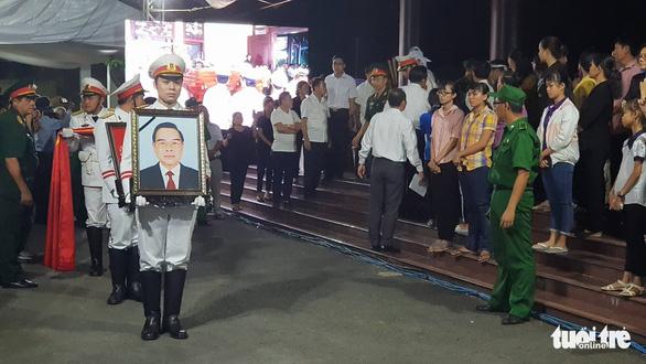 Người dân ra đường tiễn cố Thủ tướng Phan Văn Khải - Ảnh 5.