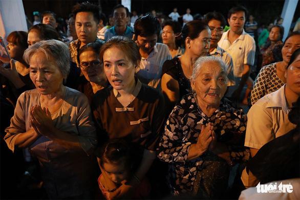Người dân ra đường tiễn cố Thủ tướng Phan Văn Khải - Ảnh 8.
