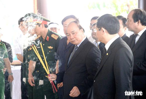 Thủ tướng Nguyễn Xuân Phúc đến viếng cố Thủ tướng Phan Văn Khải - Ảnh 2.