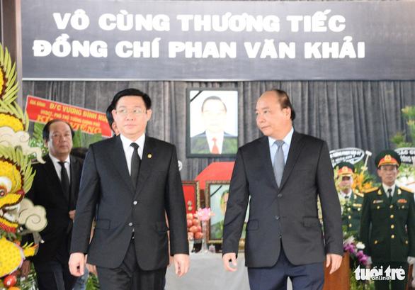 Thủ tướng Nguyễn Xuân Phúc đến viếng cố Thủ tướng Phan Văn Khải - Ảnh 3.
