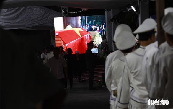 Người dân ra đường tiễn cố Thủ tướng Phan Văn Khải - Ảnh 1.