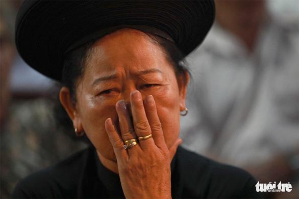 Người dân ra đường tiễn cố Thủ tướng Phan Văn Khải - Ảnh 7.