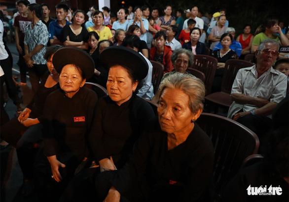 Người dân ra đường tiễn cố Thủ tướng Phan Văn Khải - Ảnh 9.