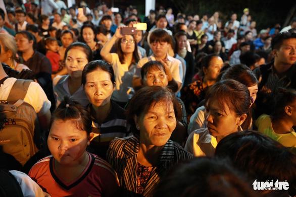 Người dân ra đường tiễn cố Thủ tướng Phan Văn Khải - Ảnh 10.