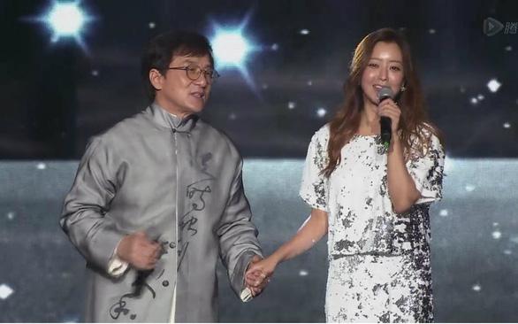 Tại sao ca khúc của Thành Long và Kim Hee Sun bỗng nhiên hot? - Ảnh 7.