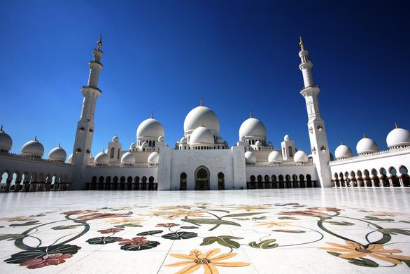 Sheikh Zayed - Thánh đường trắng tuyệt đẹp ở Abu Dhabi - Ảnh 1.