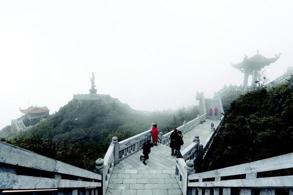 Quần thể tâm linh trên đỉnh Fansipan: Đường lên cõi Phật mây bay - Ảnh 1.