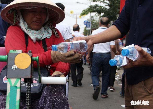 Đi hội rằm tháng giêng Bình Dương, miễn phí đồ ăn, xe ôm, nước uống - Ảnh 5.