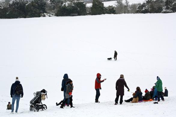 Tuyết rơi mùa xuân ở Anh - Ảnh 13.