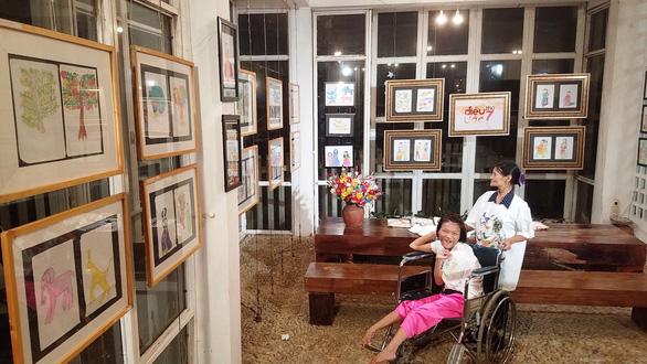 Điều ước thứ 7 tặng mơ ước cho cô gái vẽ tranh bằng chân ở Huế - Ảnh 3.