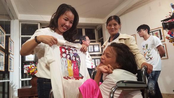 Điều ước thứ 7 tặng mơ ước cho cô gái vẽ tranh bằng chân ở Huế - Ảnh 4.