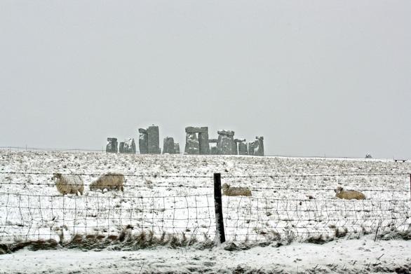 Tuyết rơi mùa xuân ở Anh - Ảnh 2.