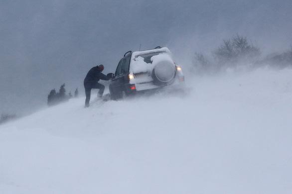 Tuyết rơi mùa xuân ở Anh - Ảnh 4.
