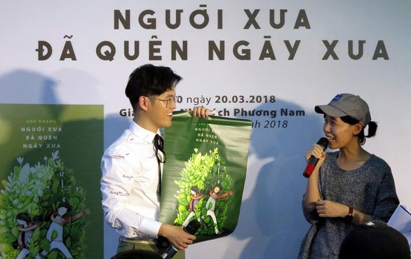 Anh Khang, Hamlet Trương, Iris Cao hâm nóng hội sách ngày thứ 2 - Ảnh 2.
