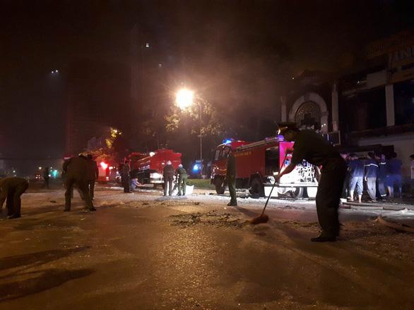 Quán nướng hai tầng nổ giữa đêm ở Nghệ An - Ảnh 7.