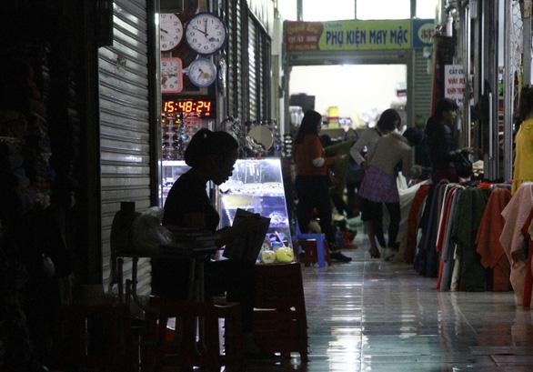 Hàng trăm tiểu thương chợ Hạ Long bãi thị phản ứng giá vệ sinh - Ảnh 3.